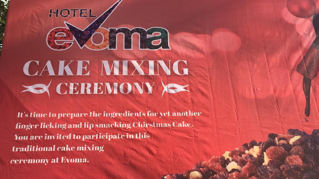 hotel evoma bangalore cake mixing